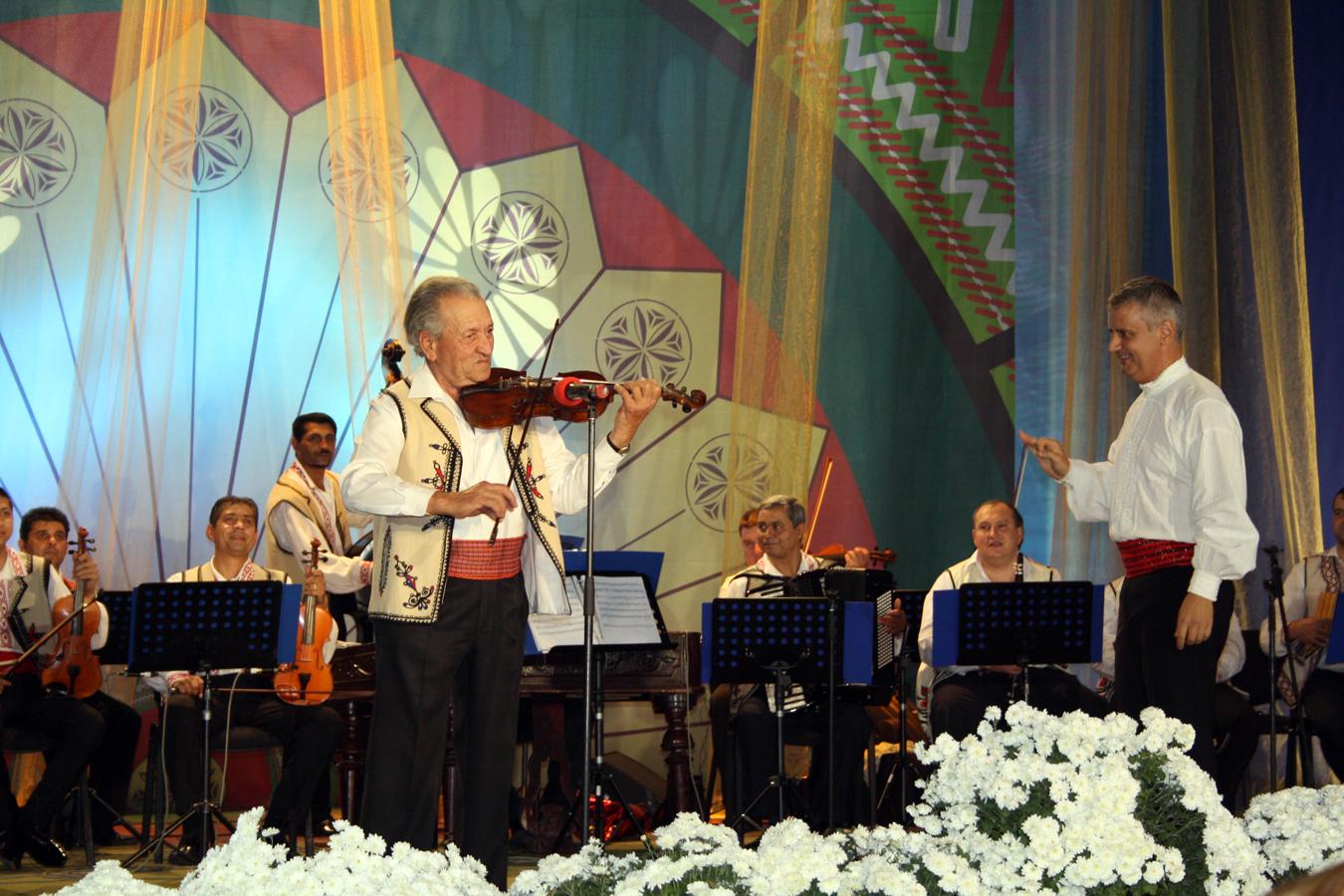 Florea Ghinea si orchestra \'\'Doina Baraganului\'\' - recital