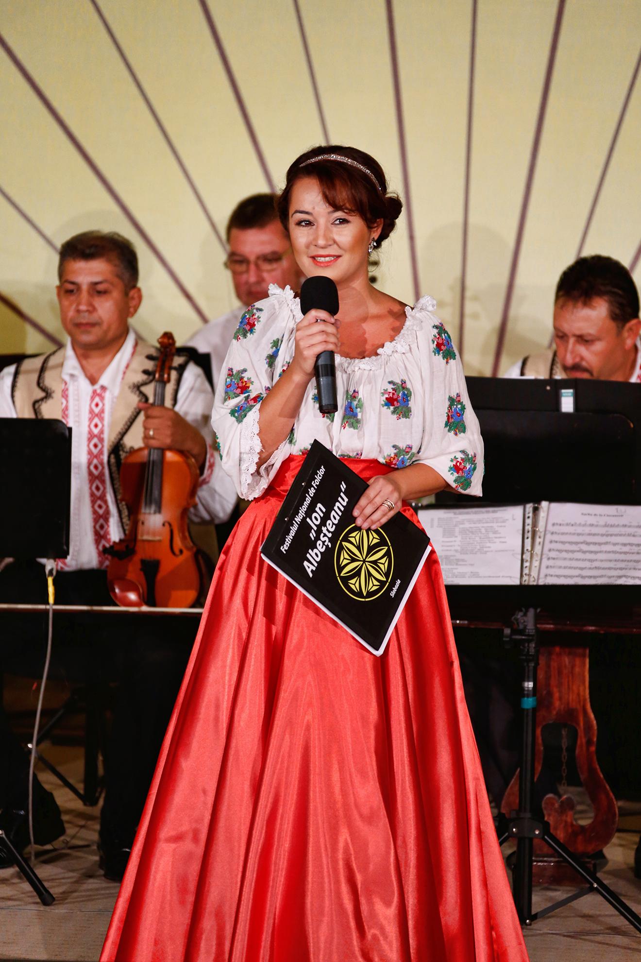 Miruna Ionescu - prezentatorul festivalului